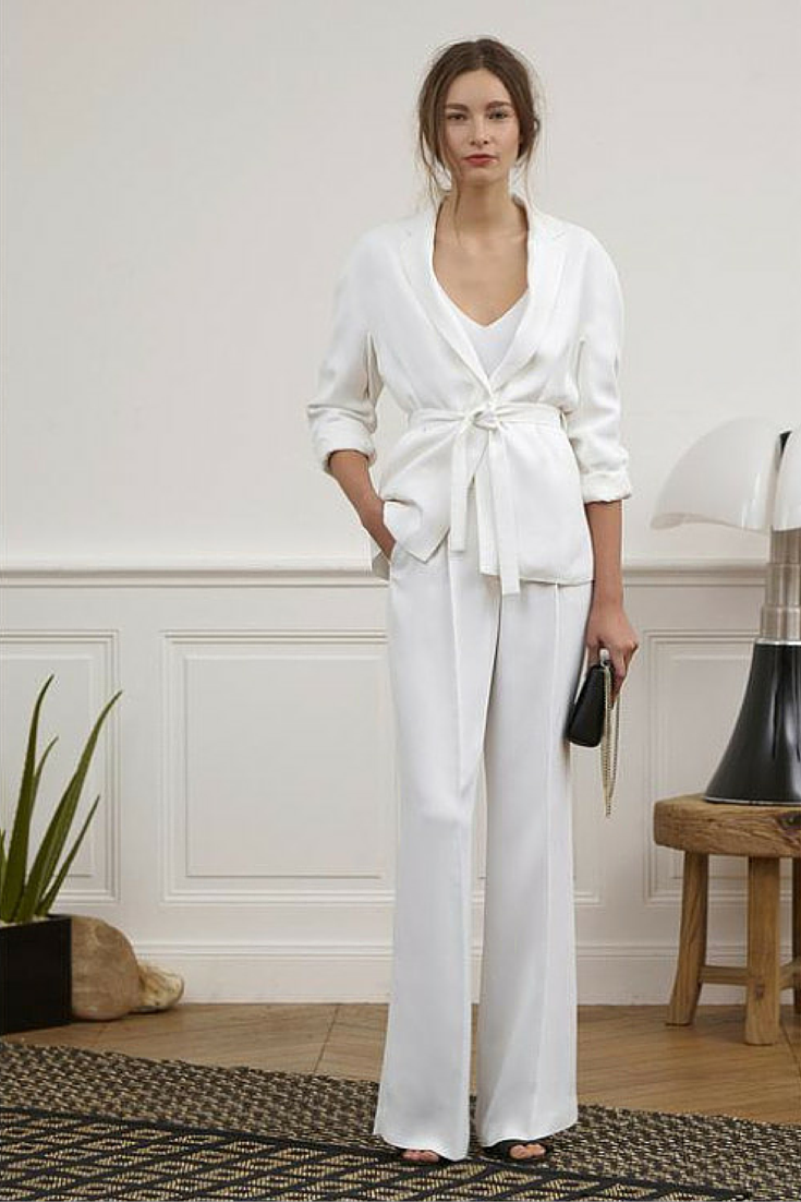 sneakers and pearls,total white look, trending now, la cool et chic.png