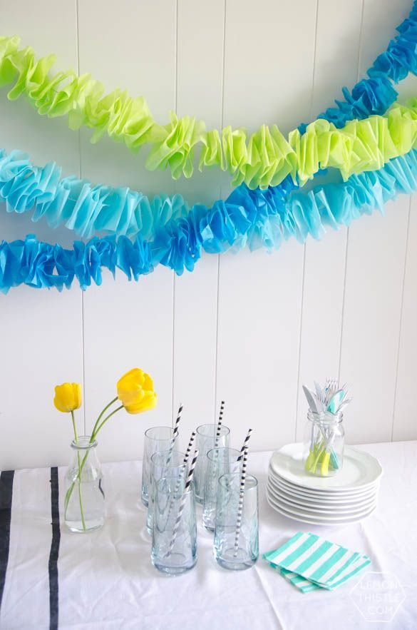 Diy ruffled tissue garland guirnaldas guirnaldas de for Decoracion de papel crepe