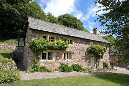 A Perfect Marriage Of Foliage Wall And Sheltering Woods Holiday Cottages To Rent Dorset Cottages Cottage