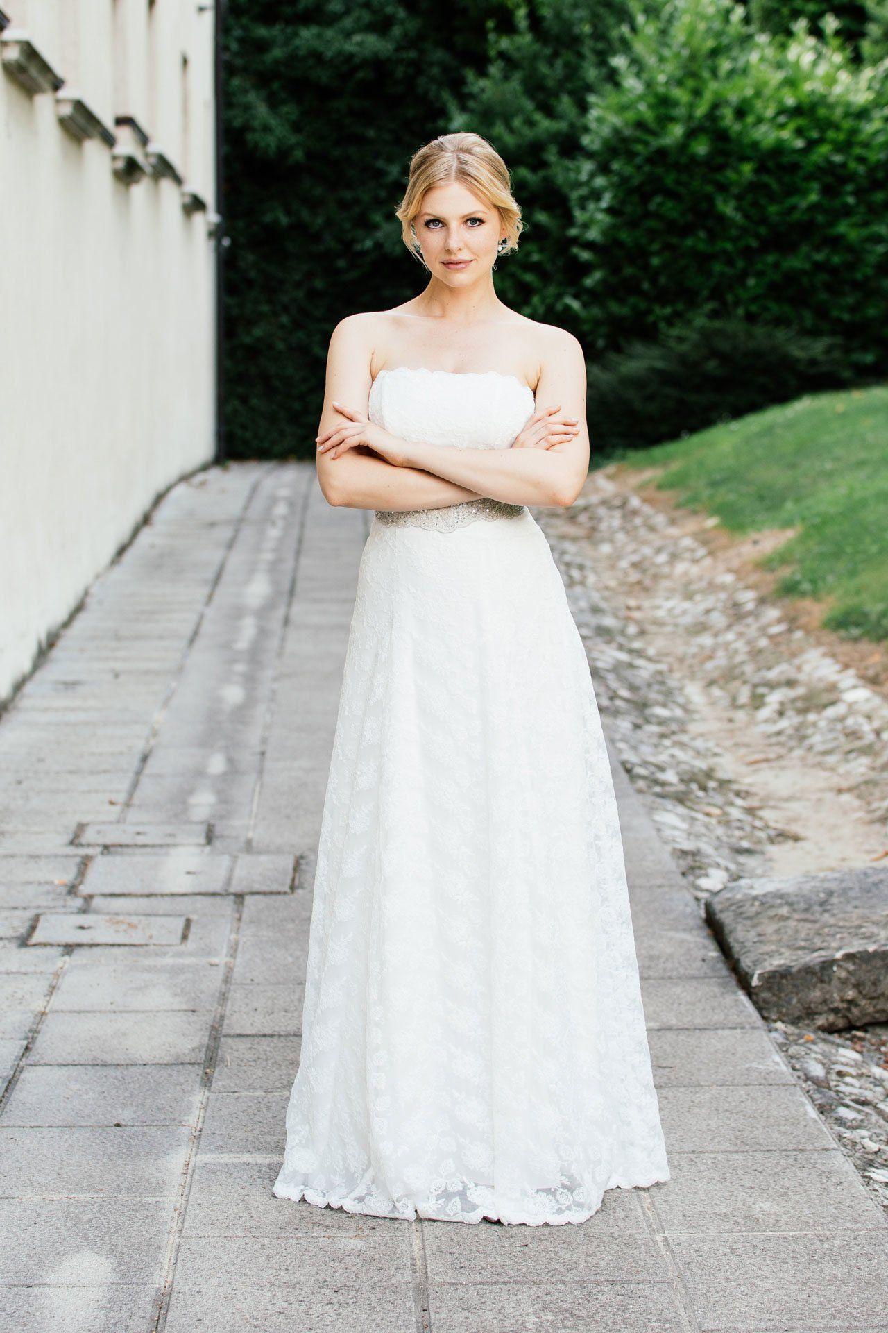 Brautkleid schulterfrei – Spitzenkleid in schmaler A-Form – Käthe ...