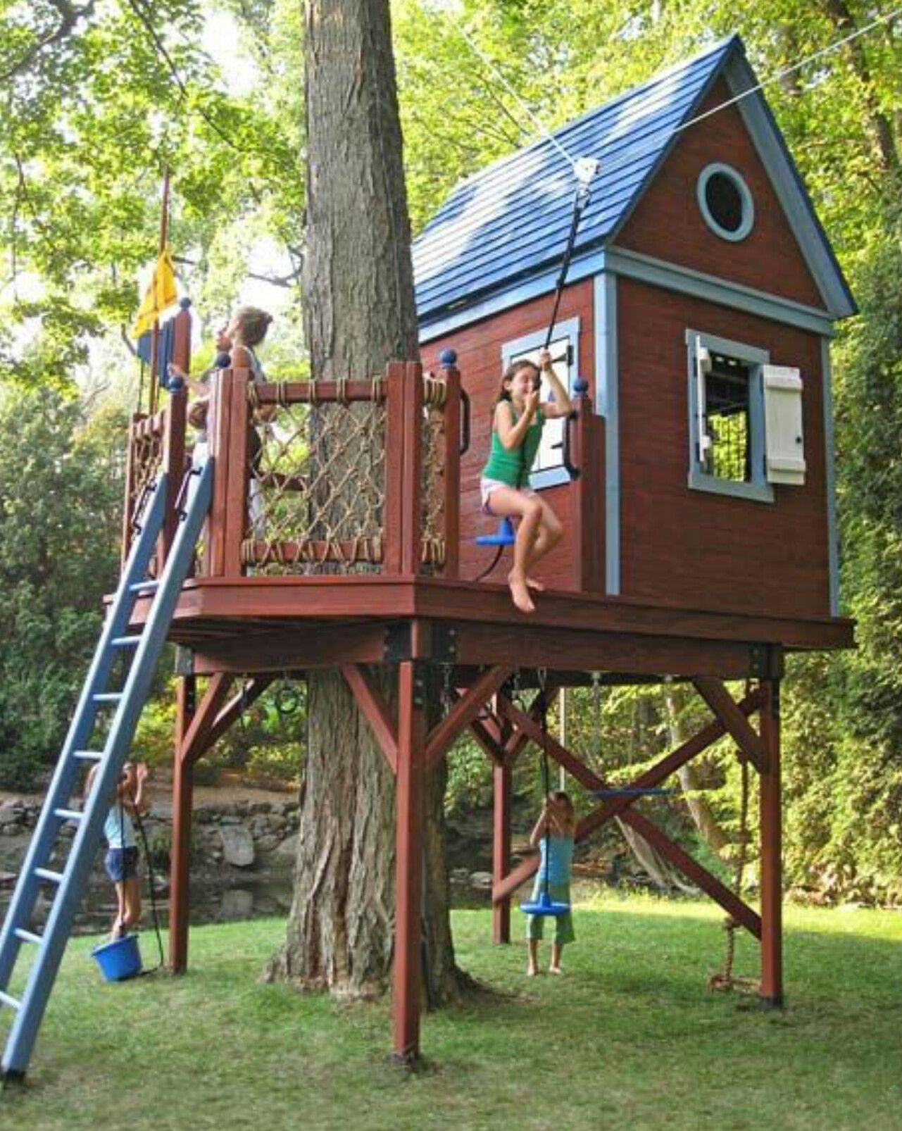 Charmant Bluebird Treehouse The Zip Line Ride Take Off Is From The Deck. The Long  Cable Is Anchor High Above To The Tree And The Other End Of The Cable Is  Secured To ...