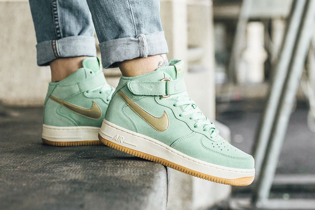 Nike WMNS Air Force 1 '07 Mid Seasonal