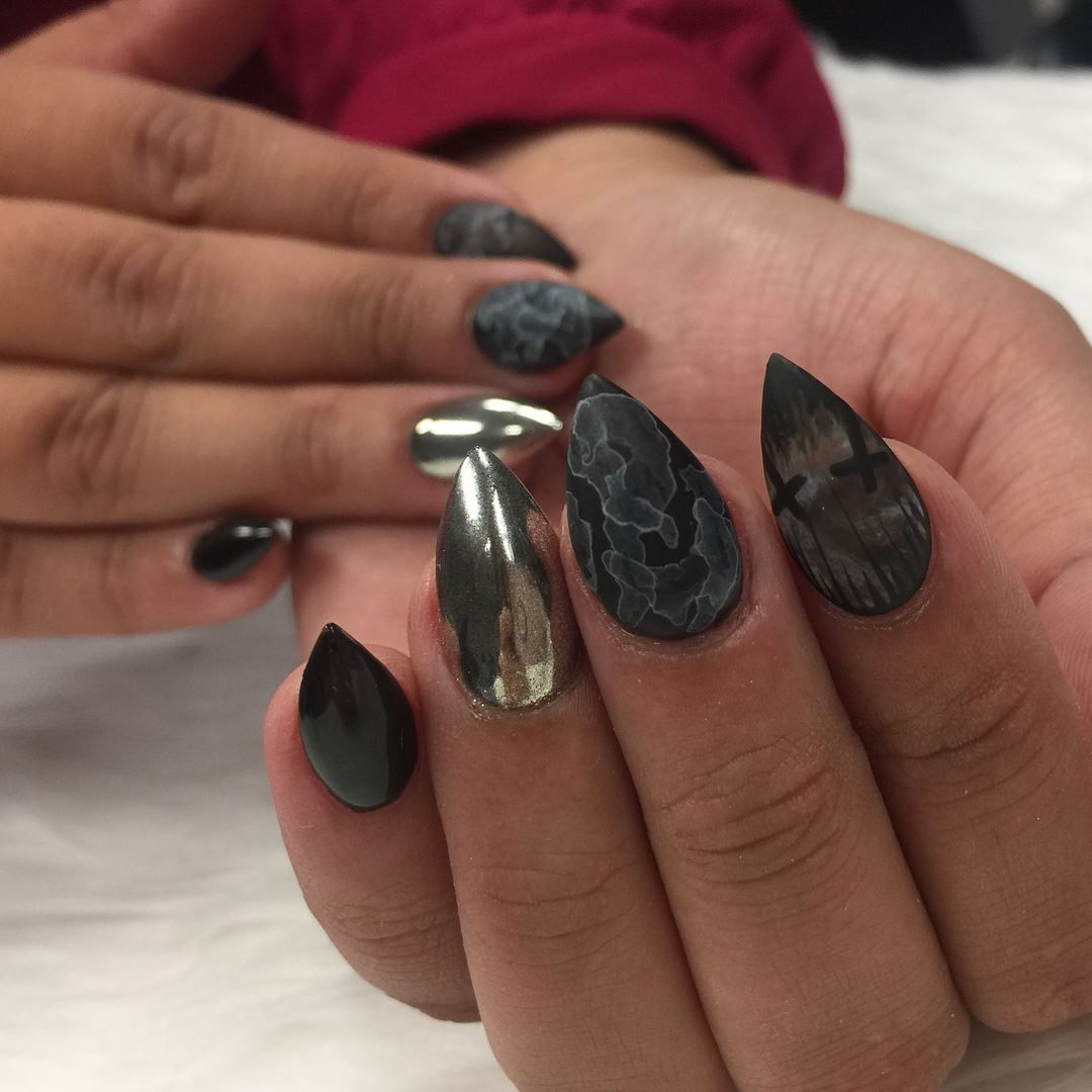 Hand painted halloween design nails my nails pinterest beauty is when you can appreciate yourself when you love yourself thats when youre most beautiful zoe kravitz solutioingenieria Gallery