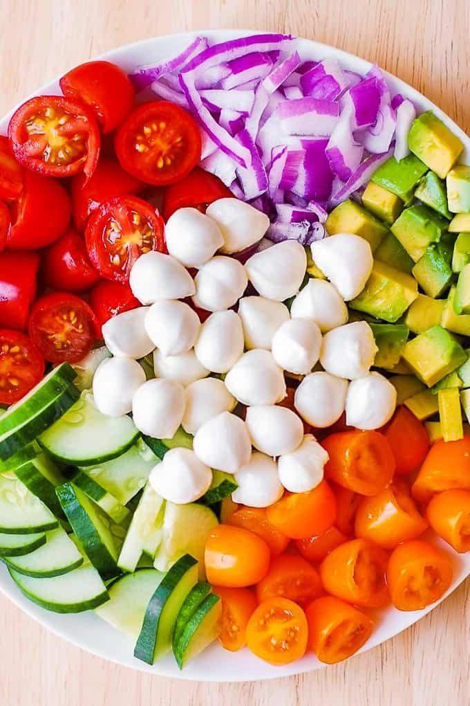 Avocado Salad with Tomatoes, Mozzarella, Basil Pesto - Salat -