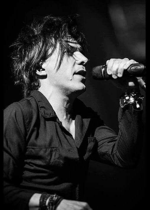 Nicola Sirkis Rock Francais Indochine Un Singe En Hiver