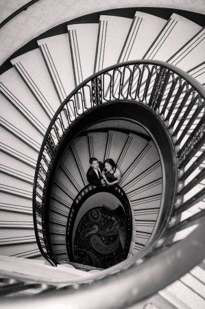 Exceptionnel Spiral Staircase Engagement Photo. Palmer House Hilton, Chicago
