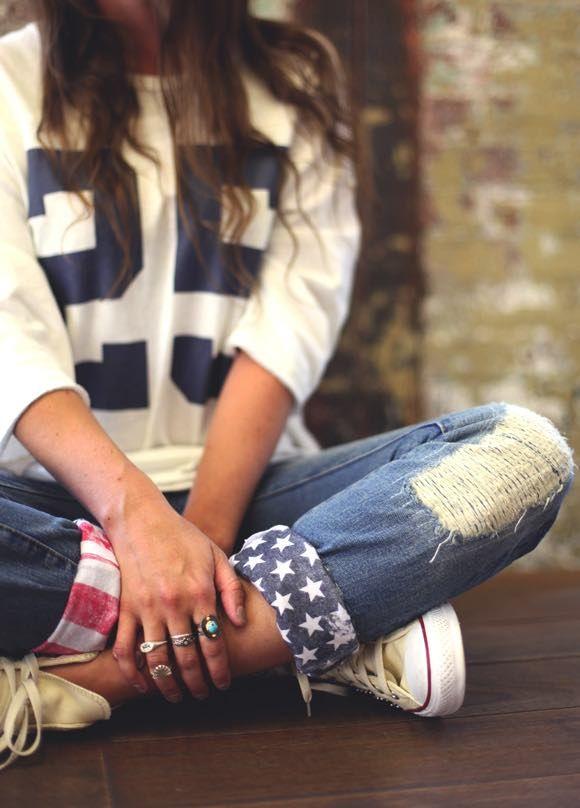 Džínsy sú základom každého šatníka. Určite poznáte ten pocit, keď vašim obľúbeným džínsom končí životnosť. Nemusíte ich hneď vyhadzovať. S týmito nápadmi vylepšíte vaše staré nohavice.