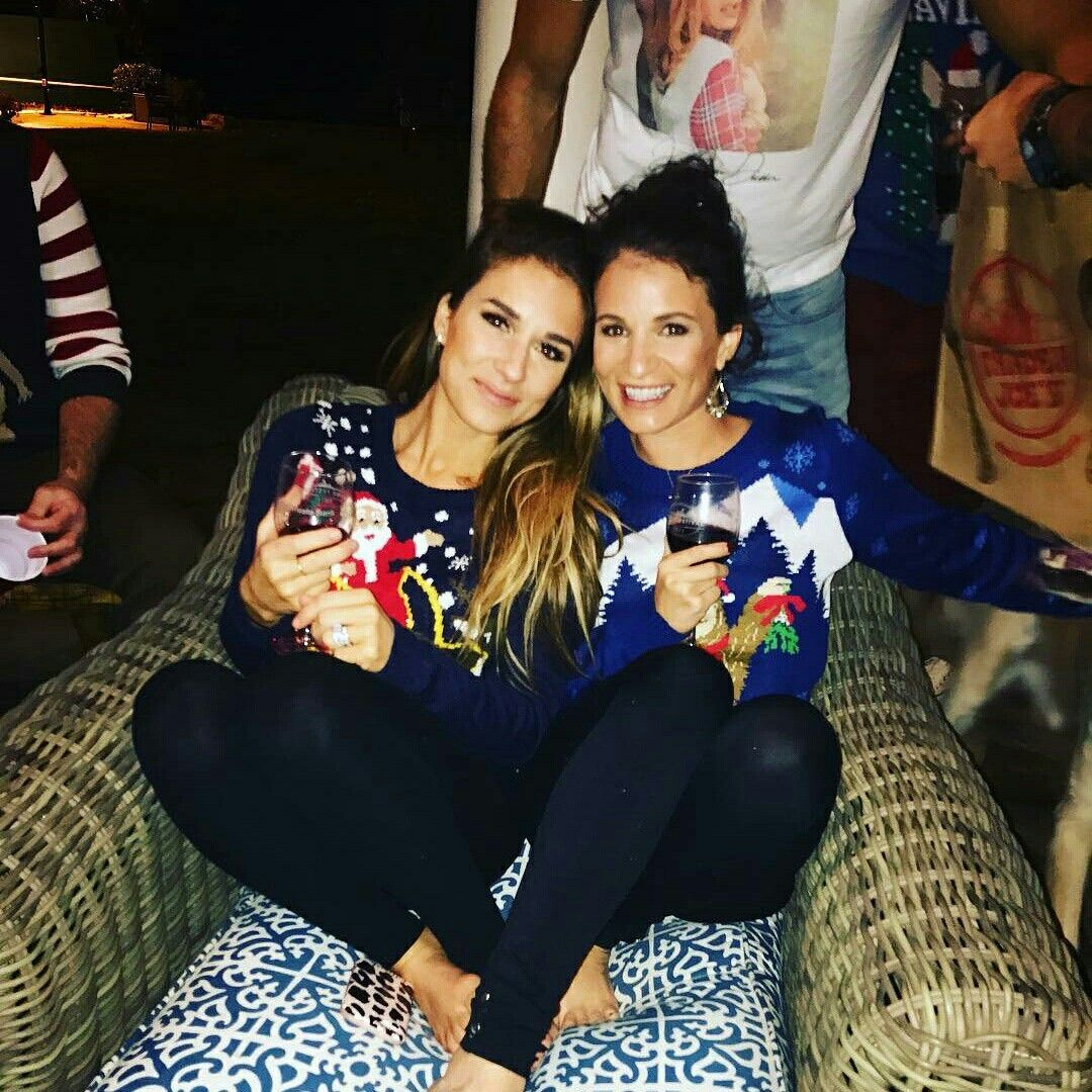 Jess and Syd @ an ugly sweater party | Jessica James Decker in 2018 ...