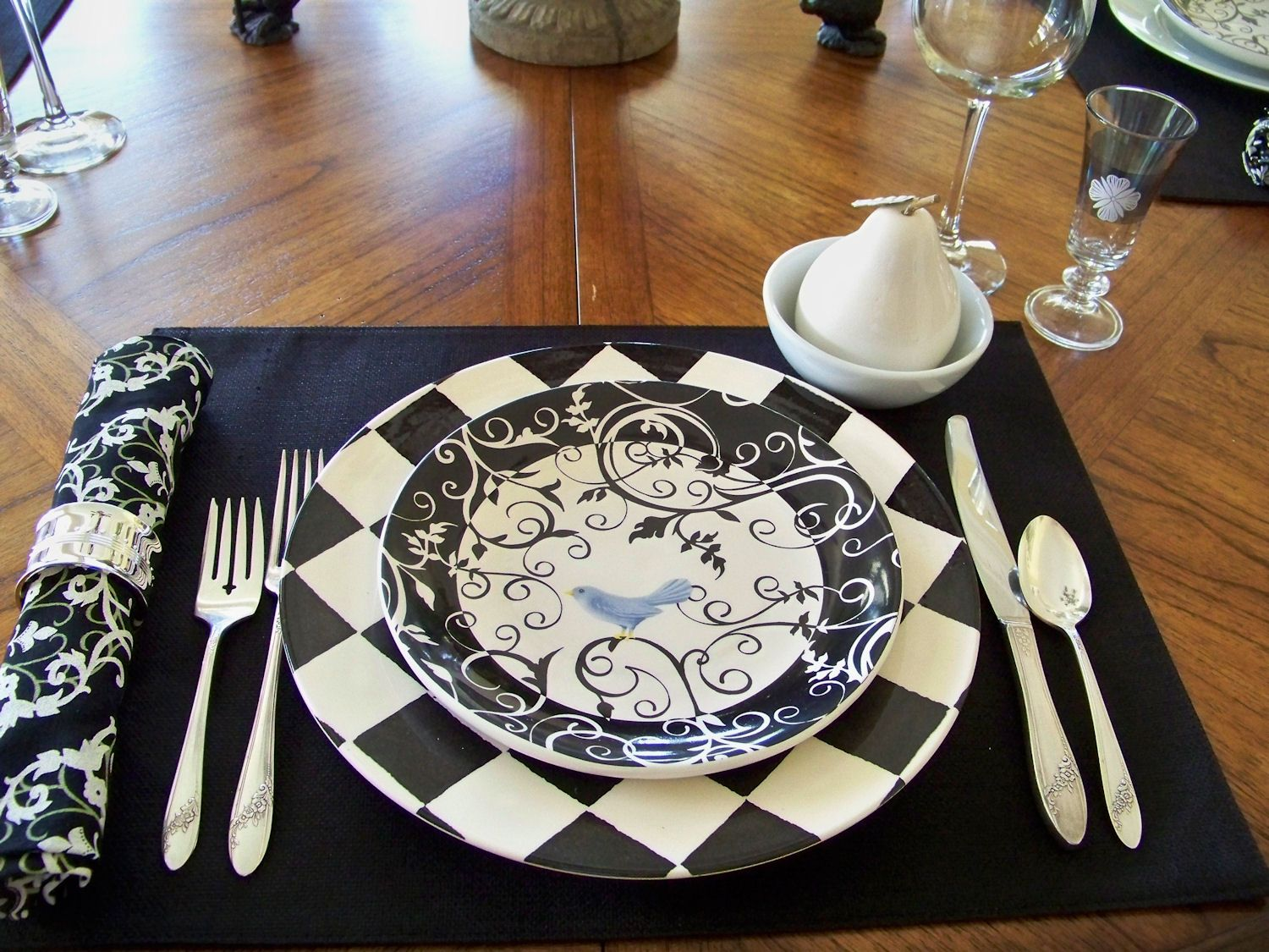 Black and white stripe charger plates - Love The Harlequin Charger Plate If You Don T Want To Go All Harlequin You Can Substitute A Bit Of Black White Damask Stripe Etc