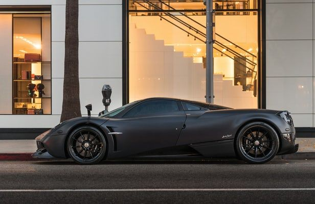 Modern Supercars Dominate The Auction Grid At Monterey Car Week Pagani Huayra Pagani Super Cars