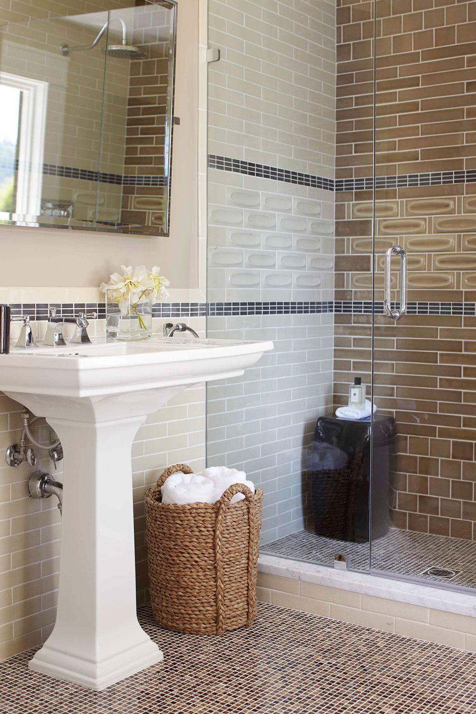 10 astuces infaillibles pour agrandir visuellement une petite salle de bain salle salle de. Black Bedroom Furniture Sets. Home Design Ideas