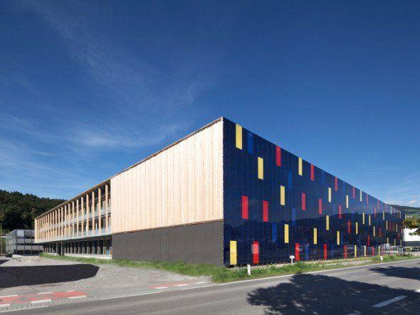 Los conceptos llevados a cabo en el edificio OMICRON actual siguen: oficinas…