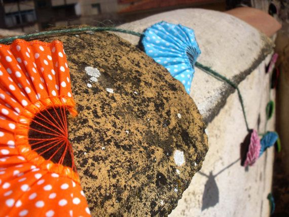 Mira este artículo en mi tienda de Etsy: https://www.etsy.com/listing/94873923/fabric-garland-flamenco-fans-home-decor