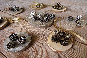 Bricolage de noel boules de noel en bois rondelles de - Modele de centre de table pour noel ...