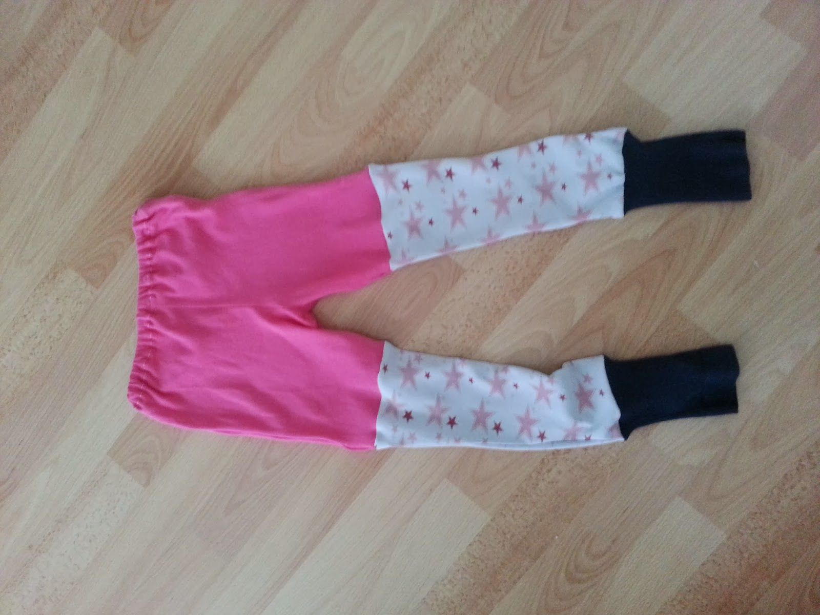 Hose aus ausgemusterter Kleidung / Trousers made from discarded clothes Upcycling