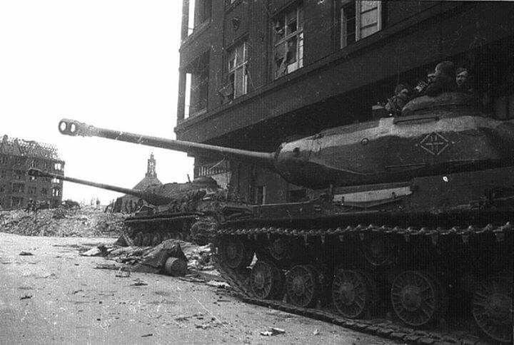IS-2 in Berlin 1945