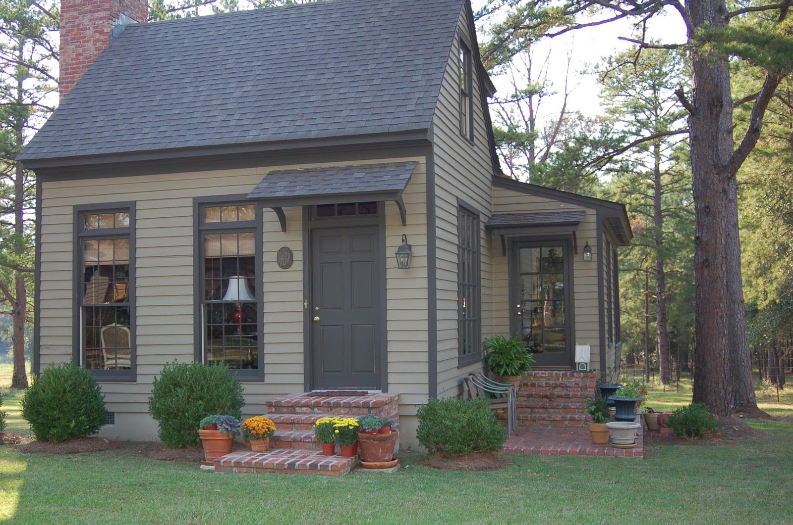 Pin By Style And Designs On Space Saving Backyard Guest Houses Tiny Cottage Small Cottages