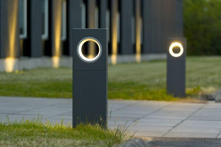 Garten Lampe Mit Leuchtendem Rind Licht Im Garten Lampen Garten Beleuchtung