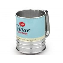 This retro style flour shaker features a trigger action to keep the powder moving through.  It is suitable for shifting flour, straining large chunks from powder, mixing dried baking ingredients and distributing powder such as icing sugar over cakes.