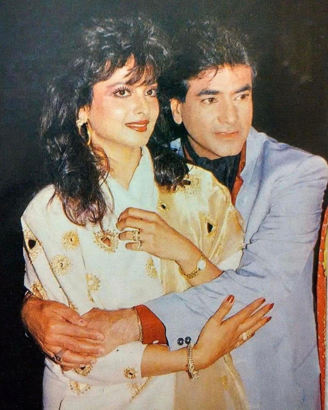 muvyz053017 #BollywoodFlashback #couplegoals #Jeetendra #Rekha 😍#muvyz  #instapic #instadaily #instagood | Bollywood pictures, Vintage bollywood,  Hot hero