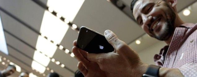 Apple reports record sales of iPhone 6s, 6s Plus in first