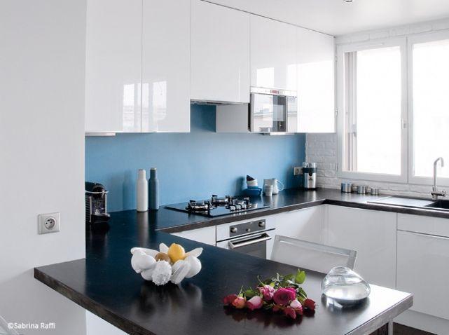 petite cuisine blanche et fonctionnelle idees deco. Black Bedroom Furniture Sets. Home Design Ideas
