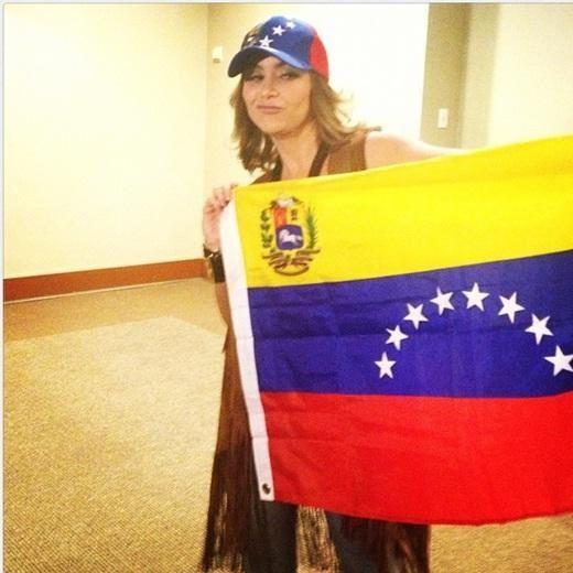"""LUCERO: """"Me siento venezolana"""". Encuentro con admiradores venezolanos en México, DF. 26 de octubre de 2012. Foto cortesía Team Venezuela 2012."""