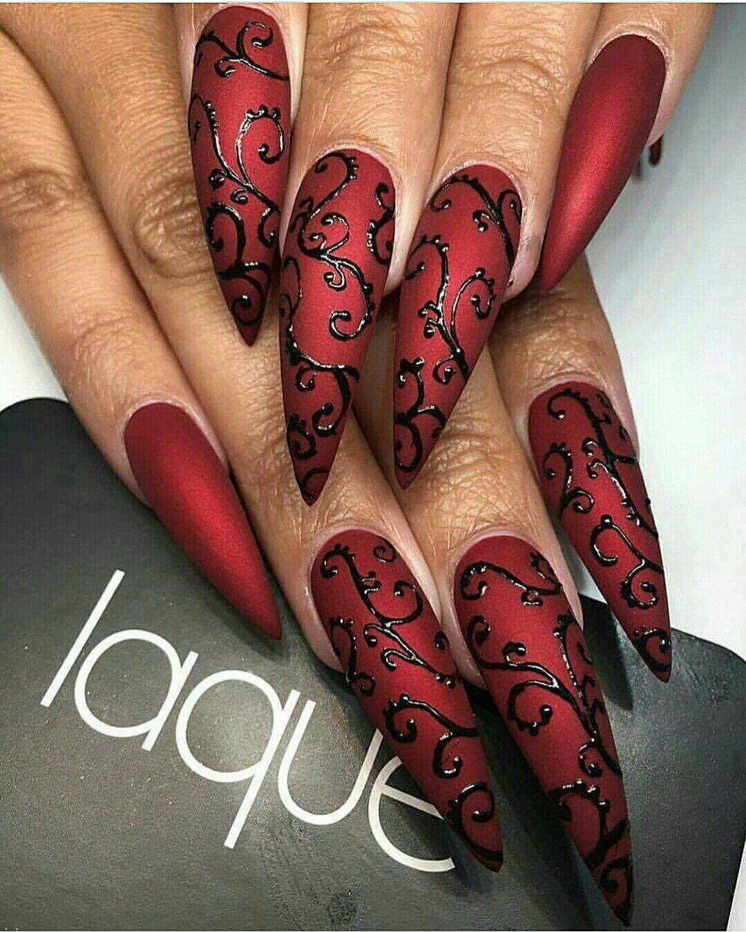Uñas Rojo Mate con Estiletto Negro | uñas | Pinterest | Rojo, Negro ...