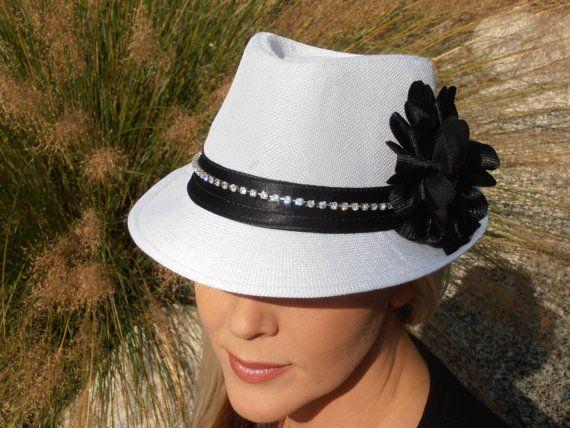 White and black bling fedora por Timetwochange en Etsy