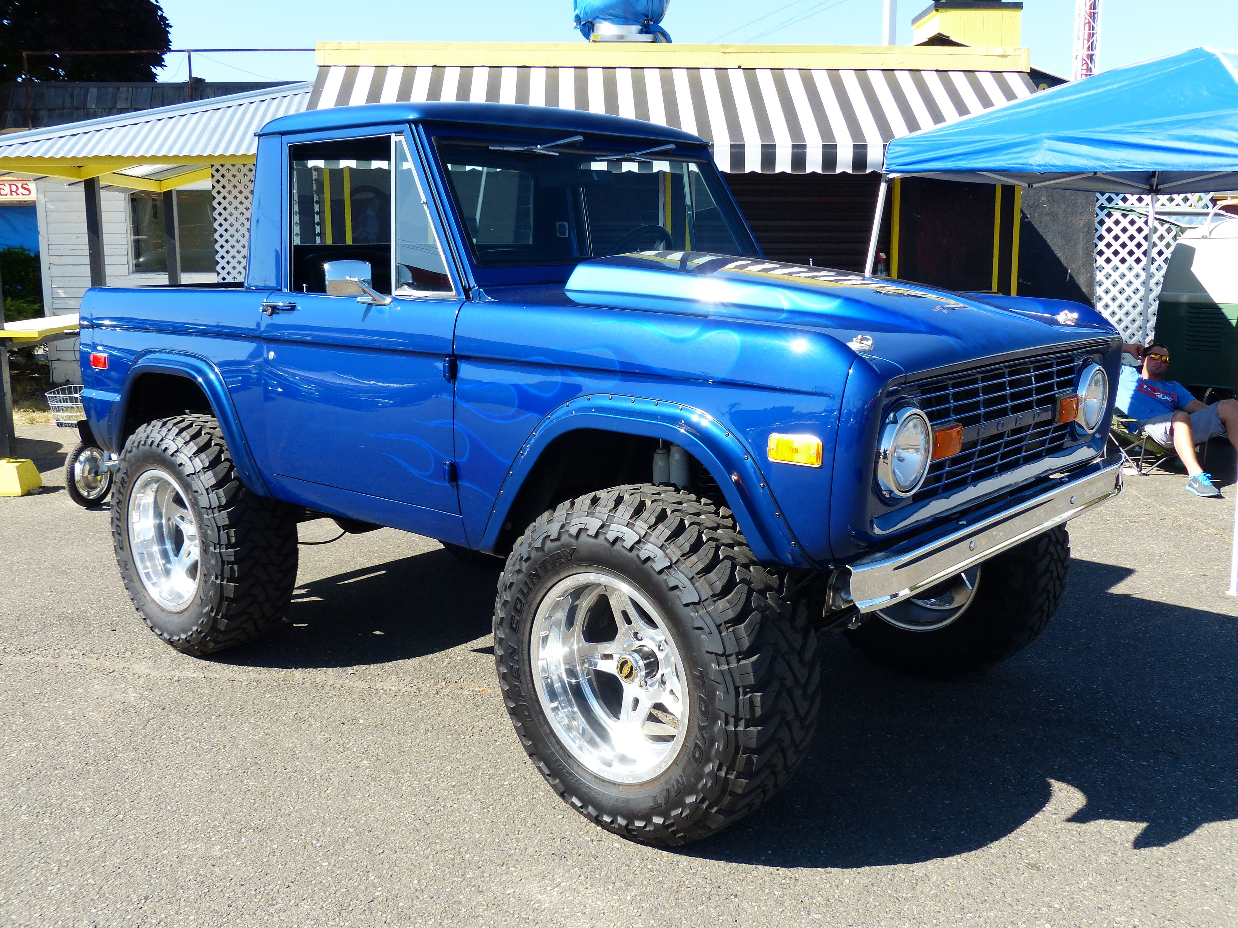 Blue Ford Bronco Ford bronco, Old ford bronco, Classic