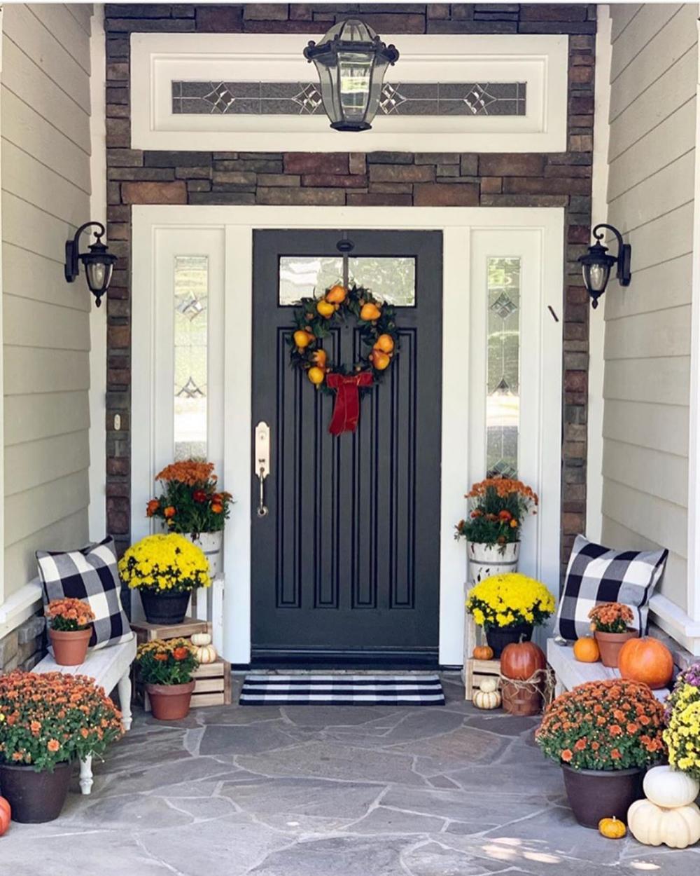 Modern Farmhouse Decor & DIY black door with white trim