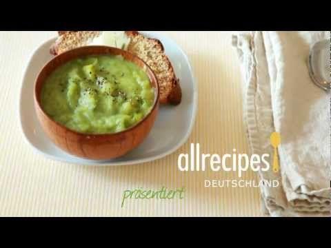 Wie macht man Lauch-Kartoffelsuppe? Wir zeigen, wies geht - das Rezept für diese leckere Suppe gibts auf Allrecipes Deutschland: http://de.allrecipes.com/rezept/10512/schnelle-kartoffel-lauch-suppe.aspx