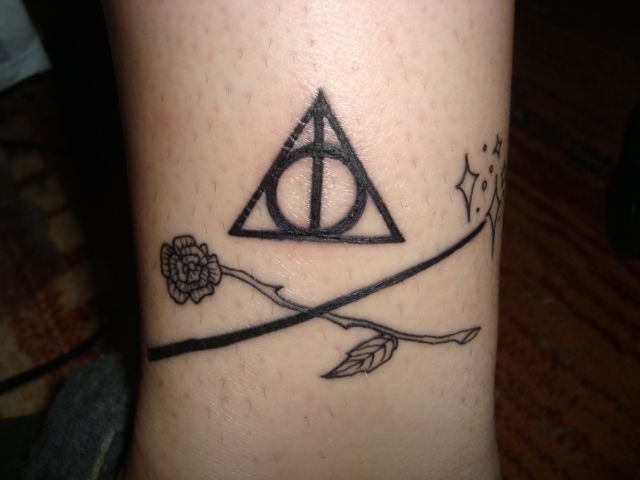 Wand and rose from Tales of Beedle the Bard | Tattoos | Harry potter