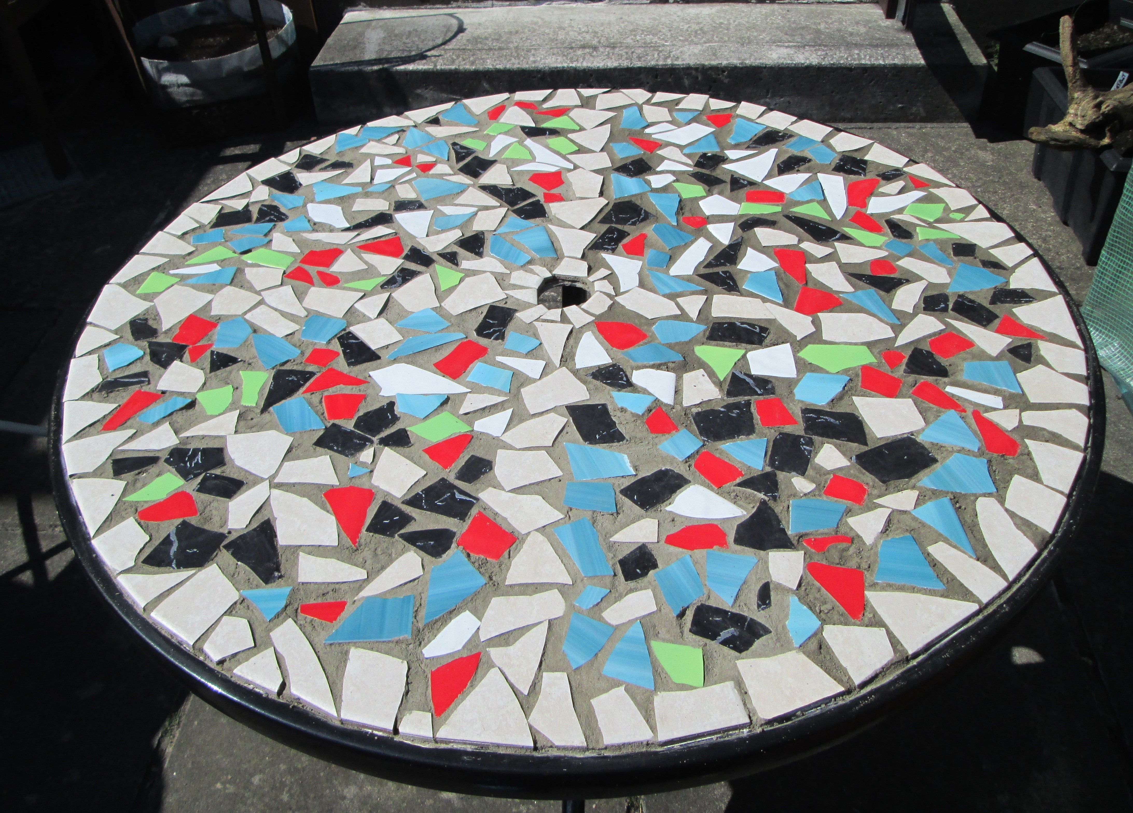 How to design a mosaic tabletop with ceramic tiles mosaics how to design mosaic table top with ceramic tiles dailygadgetfo Gallery