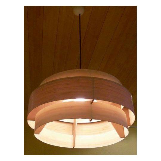 Liebevoll Handgearbeitete Deckenleuchte Aus Hellem Bambus Bambuslampen Schaffen Durch Die Warme Holzfarbe Eine Wohlige Atmosph Traditionelle Mobel Lampe Decke