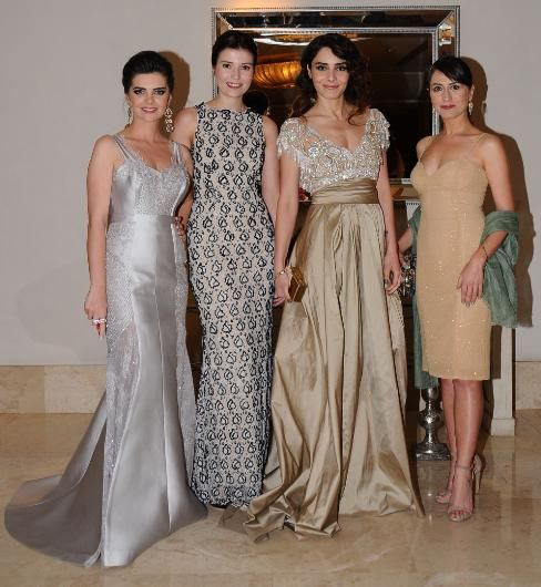 Selma Ergec Ve Meryem Uzerli Szukaj W Google Fab Clothing Fashion Bridesmaid Dresses