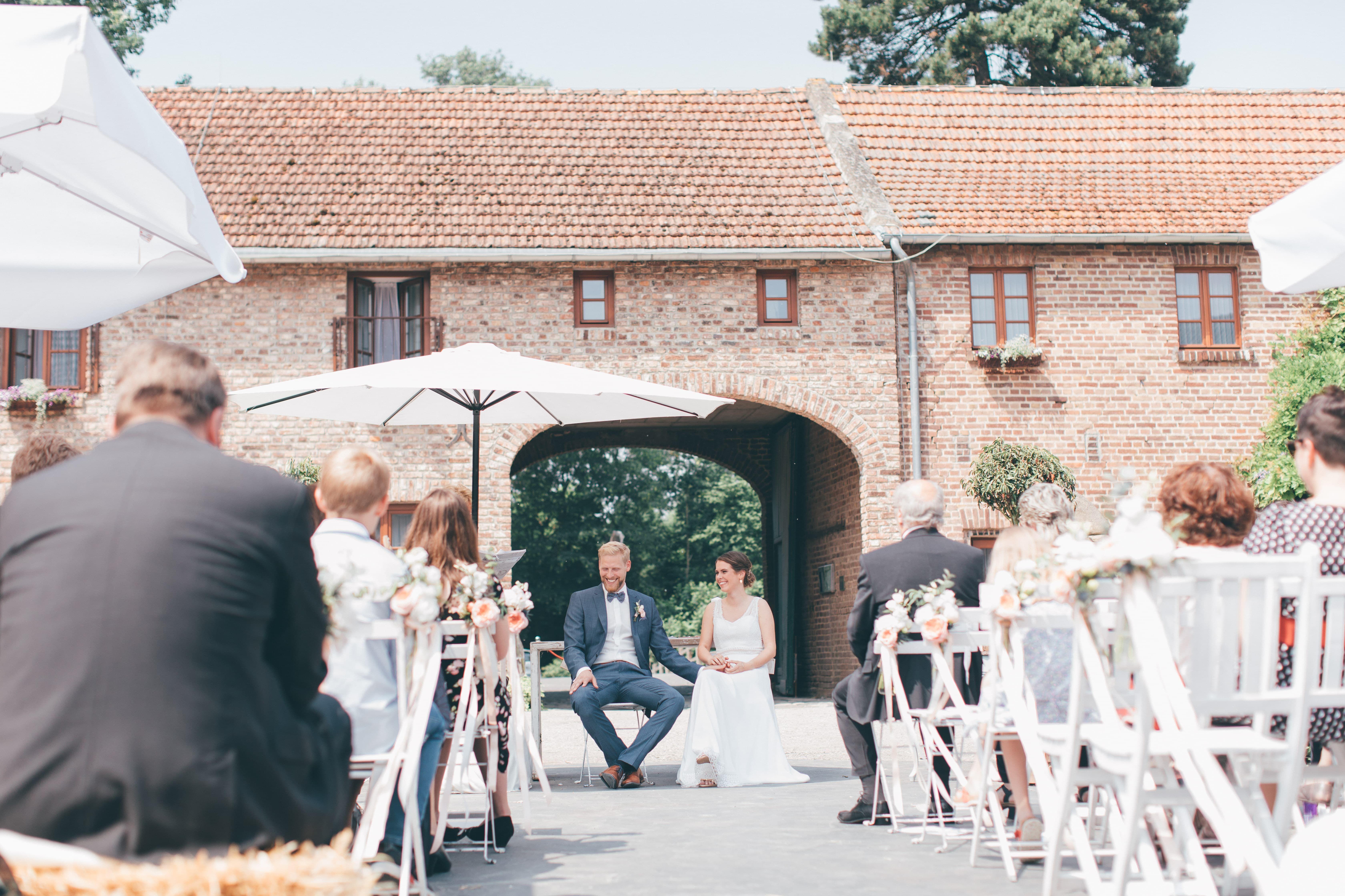 Freie Trauung Gut Hohenholz Ein Super Schones Setting Im Alten Gehoft L Foto Jeannine Alfes L Hochzeit Freietrauu Hochzeit Hochzeitspartys Hochzeitsmesse