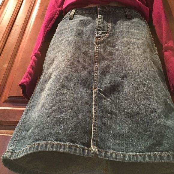 Jean Skirt with side pockets Medium wash denim in good cleaned condition Slit in the front Mossimo Supply Co. Skirts