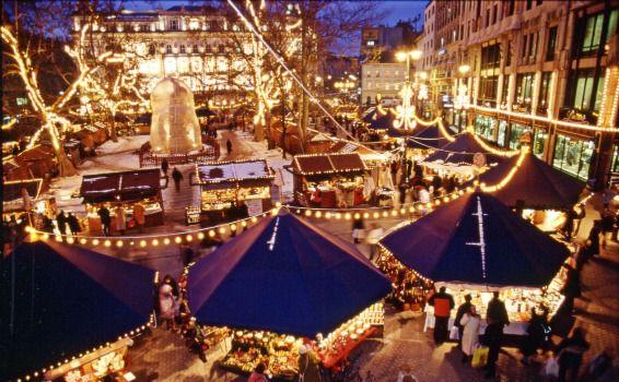Vorosmarty Square Budapest Christmas Market.Budapest Christmas Fair On Vorosmarty Square Xmas Hungary