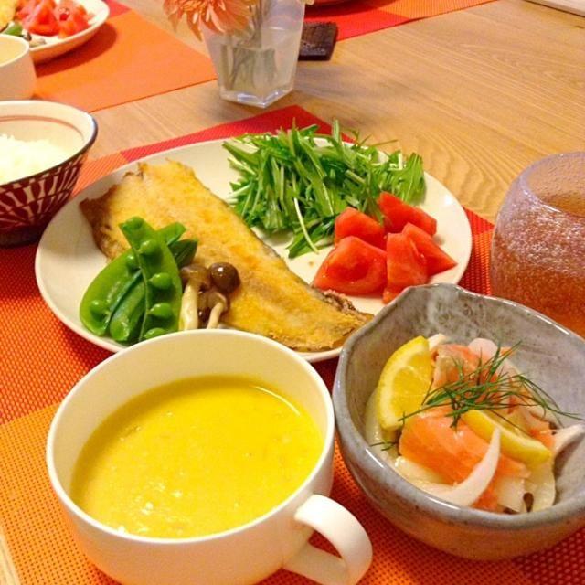 夕飯です。◼︎舌平目ムニエル◼︎サーモンと新玉ねぎのマリネ◼︎コーンクリームスープ◼︎ごはん - 23件のもぐもぐ - 舌平目ムニエル、と献立☺︎ by jamsuke