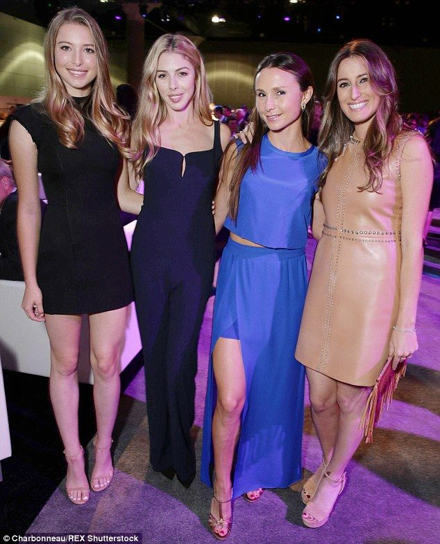 Eve Jobs Hannah Gates Join Other Famous Daughters At Horse Event Jobs Daughters Steve Jobs Steve