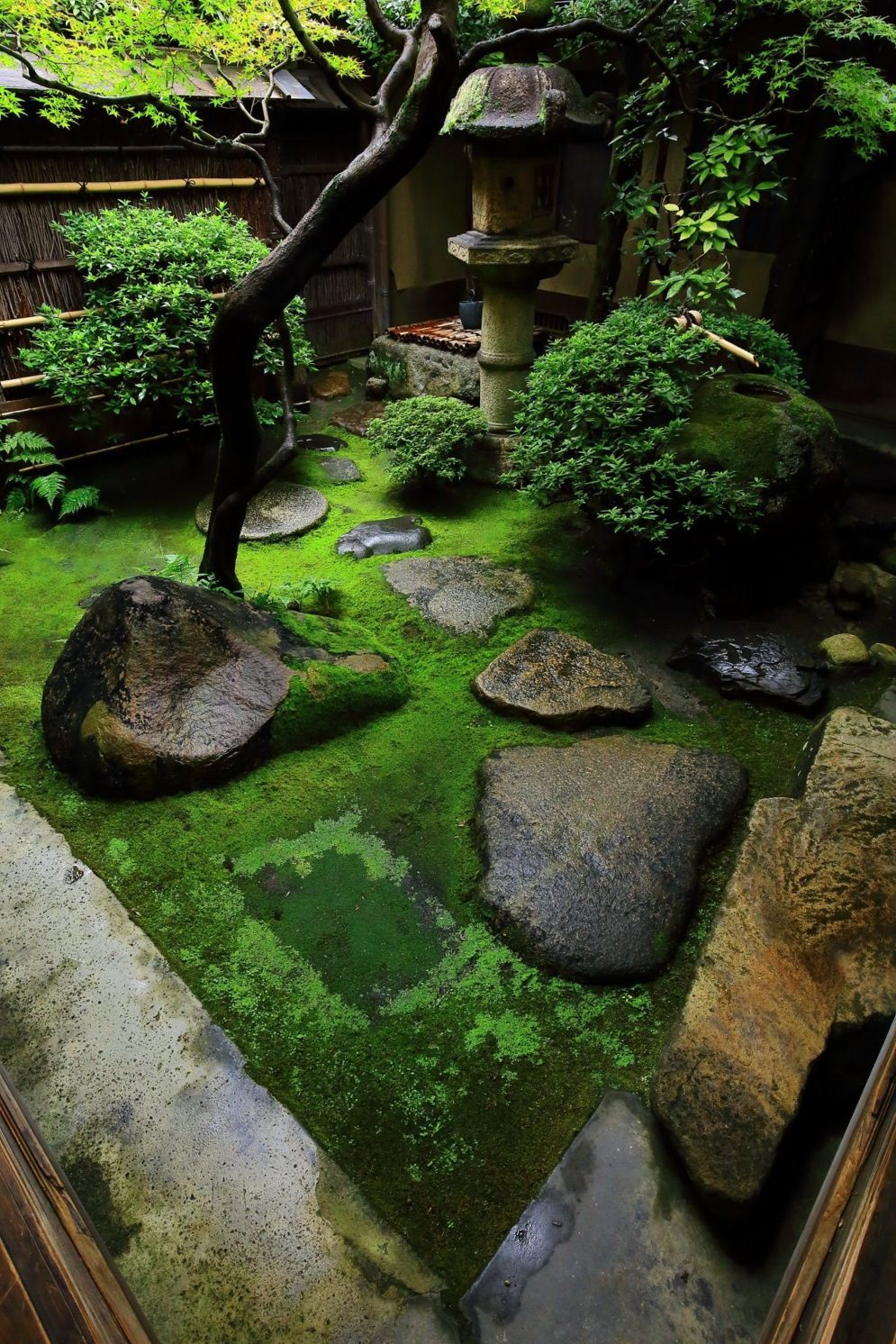Most Beautiful Zen Garden Styles to Improve Your Home with Peaceful and Harmonious Natural Arts | SHAIROOM.COM #zengardens