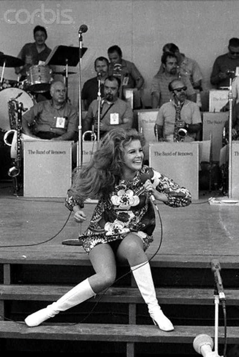 Ann-Margret on a Bob Hope USO tour of Vietnam in 1968 Ann Margret Photos, Victorious, Swedish American, Vietnam War Photos, Bob Hope, Bridget Bardot, Faye Dunaway, South Vietnam, Raquel Welch