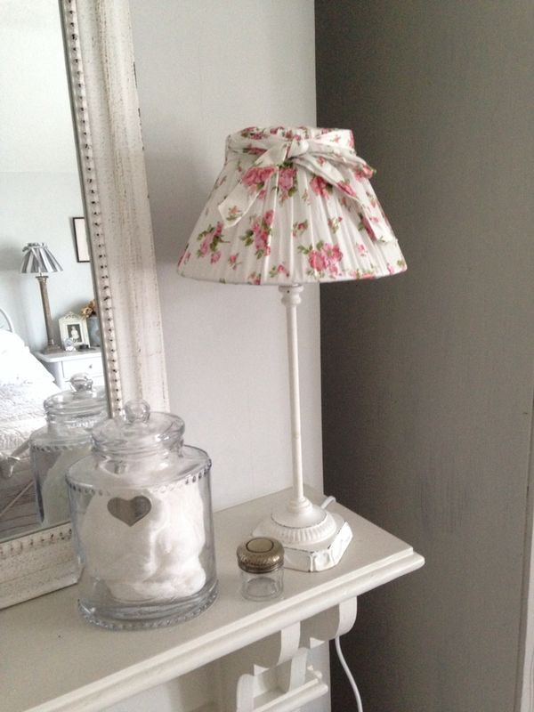 This a such a pretty lampshade, decorated in delicate pink flowers