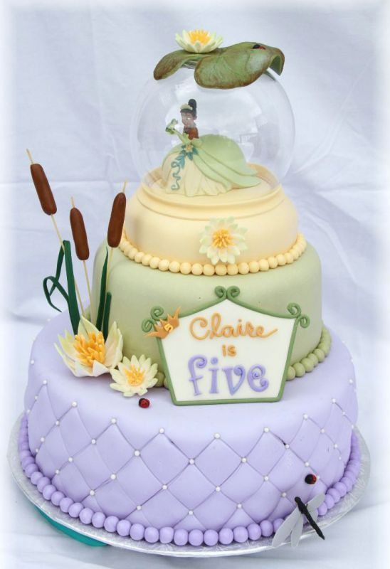 Anyone use real or fake snow globe cake toppers? : wedding cake ...