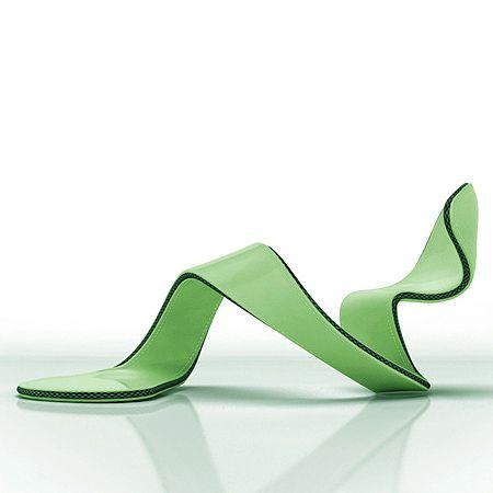 El arquitecto inglés Julian Hakes da una serie de buenas razones que justifican el diseño aéreo de su zapato Mojito.