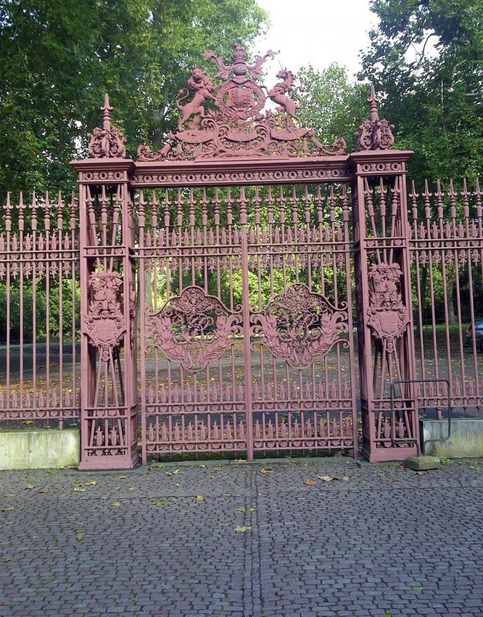 Gate Colour : colour, Paint, Colors, Gates, Fences, Gardenista, Gates,, Garden, Design,, Architecture