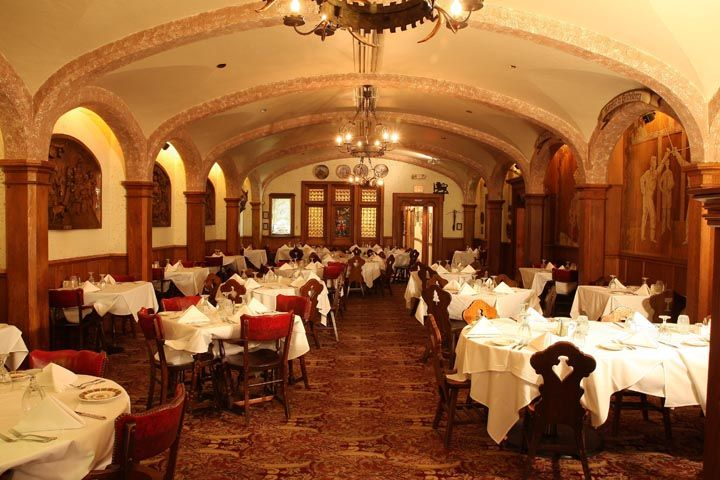 Mader S Restaurant Milwaukee Most Celebrated German Just 1 5 Blocks From The