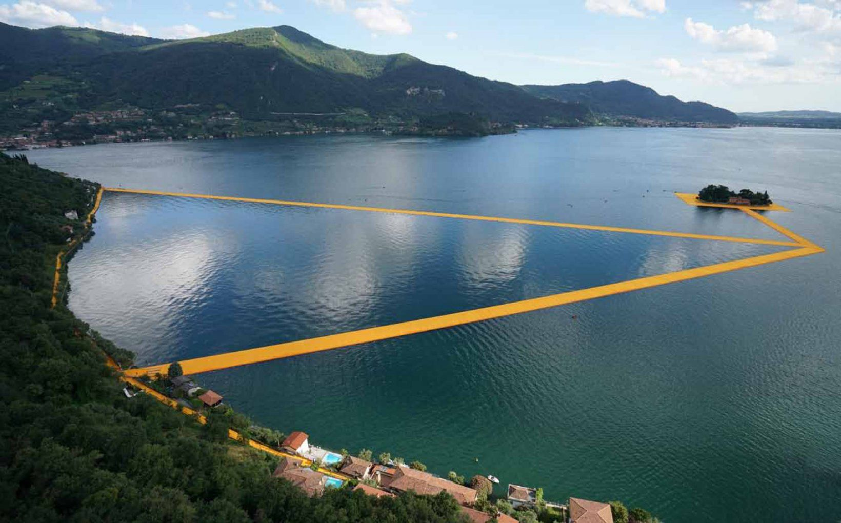 The Floating Piers in pictures. TASCHEN Books