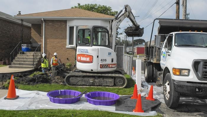 Epa Crews Start Digging Out Soil Contaminated With Lead In East Chicago East Chicago Chicago Dig